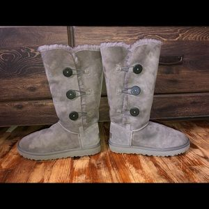 NWOT Grey Bailey Button Triplet UGGs !